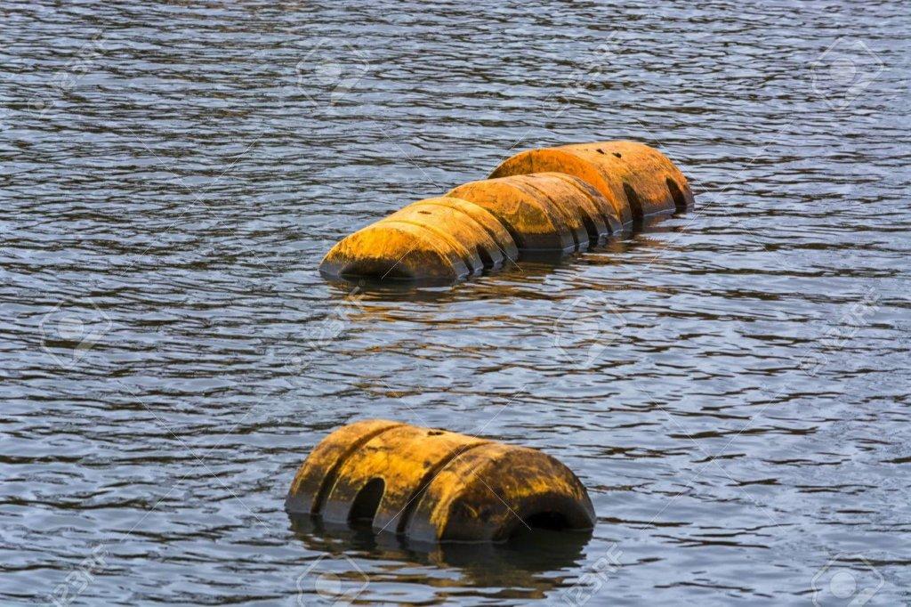 水面に浮かぶコルク