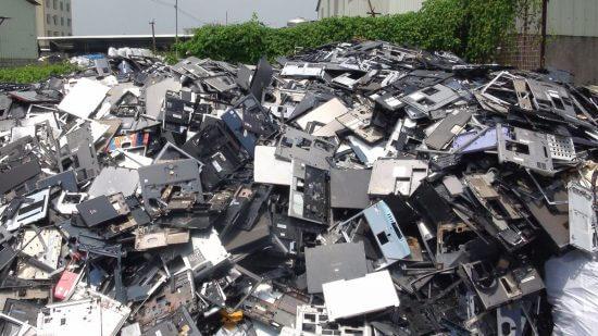 電気電子機器廃棄物(E-waste)